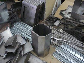 Изделия из листового металла, применяемые в строительстве или для декора