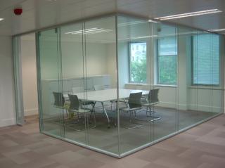 Где заказать стеклянные перегородки для офиса?