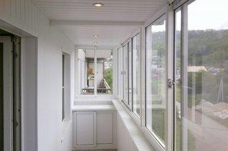 Как выбрать рамы для остекления балкона