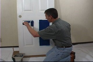 Как отреставрировать поцарапанную межкомнатную дверь своими руками